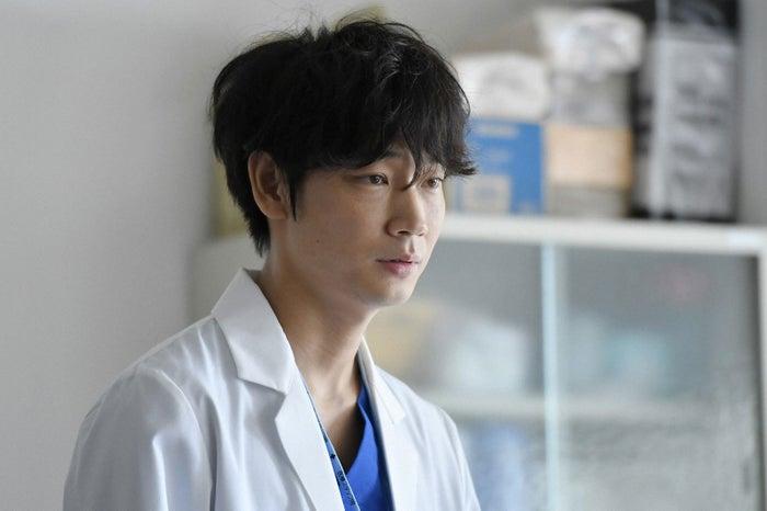 綾野剛/「コウノドリ」第3話より(画像提供:TBS)