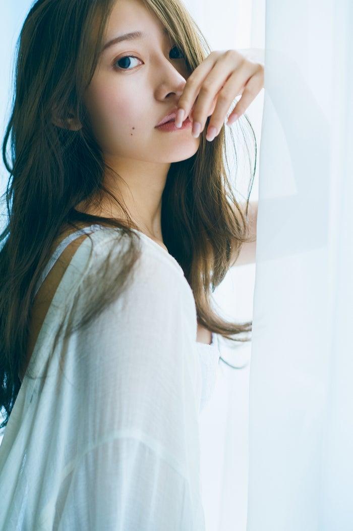 桜井玲香2nd写真集「視線」/HMV&BOOKS版表紙カット(提供写真)
