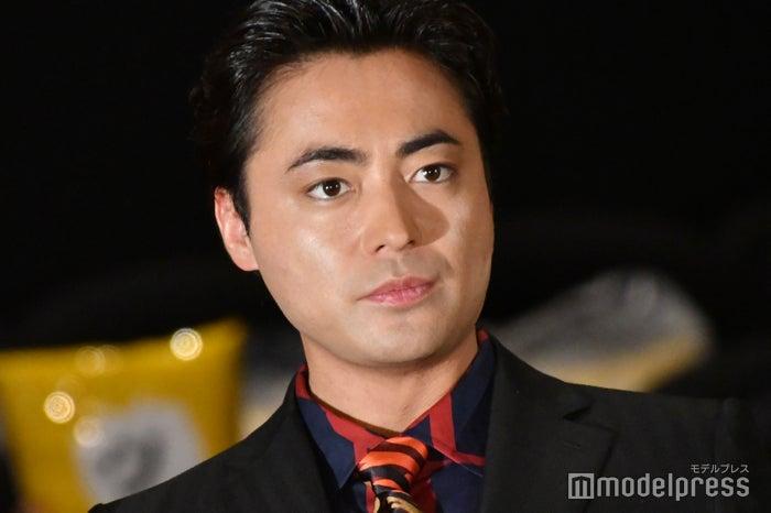 ソープランドの店員役として登場した山田孝之 (C)モデルプレス