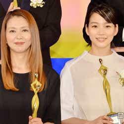 (左より)小泉今日子、能年玲奈