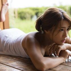 """""""日本一黒いグラドル""""橋本梨菜、しっとり艷やか美ボディ披露"""