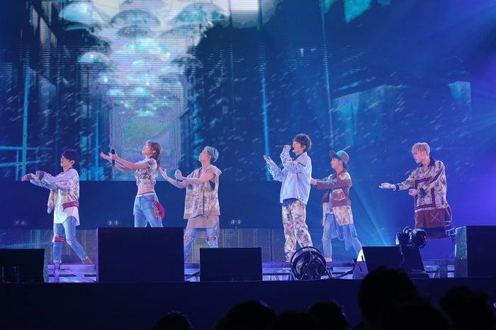 AAA(左から)日高光啓、宇野実彩子、浦田直也、西島隆弘、與真司郎、末吉秀太(画像提供:avex)