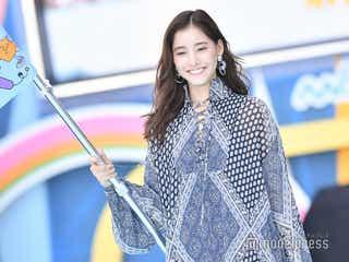 新木優子、トップバッターで笑顔全開ランウェイ 主演ドラマ「モトカレマニア」への意気込み語る