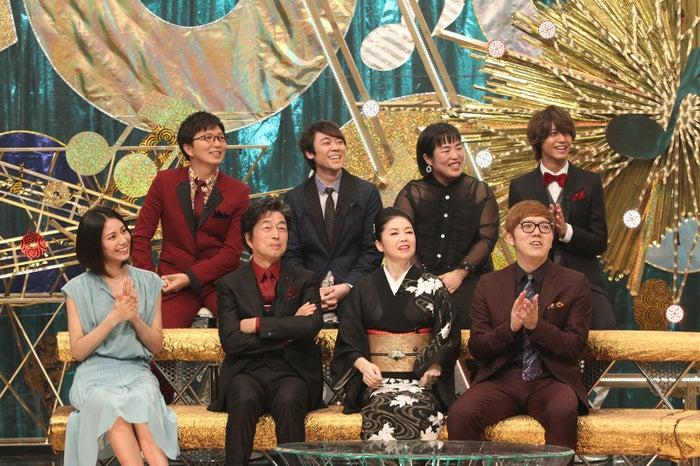 (前列左から)松下奈緒、中村雅俊、藤あや子、HIKAKIN(後列左から)土屋礼央、小林よしひさ、ゆりやんレトリィバァ、高橋海人 (C)フジテレビ