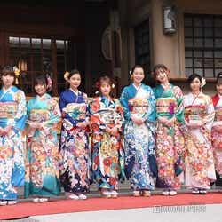 モデルプレス - 川栄李奈・飯豊まりえ・Nikiらエイベックス美女10人、華やか晴れ着姿で集結