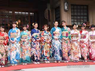川栄李奈・飯豊まりえ・Nikiらエイベックス美女10人、華やか晴れ着姿で集結