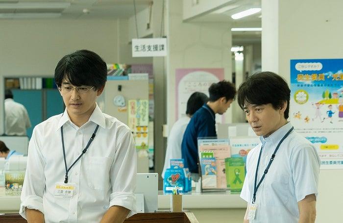 永山瑛太、吉岡秀隆(C)2021映画「護られなかった者たちへ」製作委員会