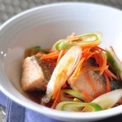 皮まで美味しく! 栄養豊富な「鮭の南蛮漬け」