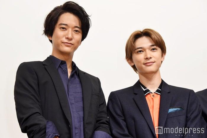 (左から)浅香航大、吉沢亮(C)モデルプレス