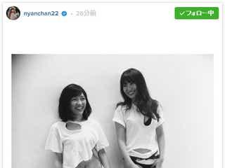 小嶋陽菜&渡辺麻友、破れたTシャツ姿で素肌全開「噂の2人」SEXYショットが話題に