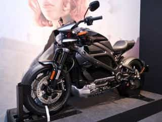 『アベンジャーズ』ブラック・ウィドウのスポーツバイクも!マーベル展覧会、明日から東京開催