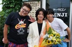 (左から)福田雄一監督、伊藤健太郎、賀来賢人(C)日本テレビ